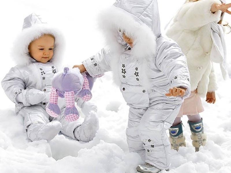 Как правильно одевать ребенка осенью на прогулку