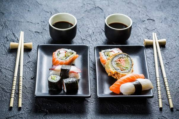 Японские деликатесы при грудном вскармливании – можно ли мамам есть суши и роллы?