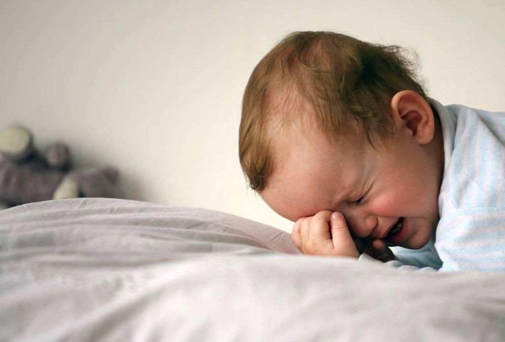 Когда ребенок начинает спать всю ночь? - medical insider