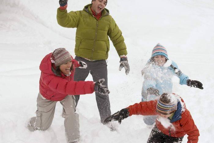Зимние игры для детей на улице - развлечения со снегом
