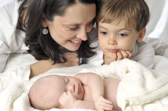 Ревность ребенка к новорожденному: кто виноват, и что с этим делать