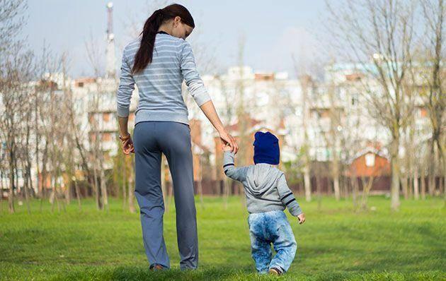 Практикующий педиатр рассказывает о 5 причинах отмены прогулки с ребёнком при насморке