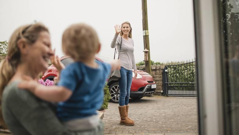 Как выбрать няню для ребенка: психолог отвечает на вопросы родителей