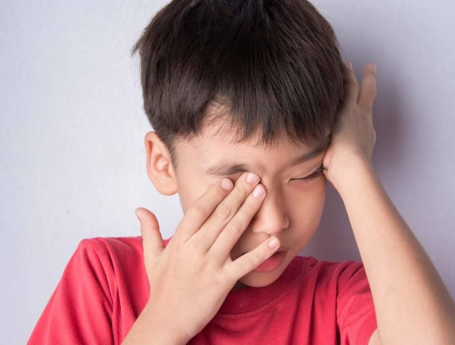 У ребенка болят глаза - причины, лечение, последствия