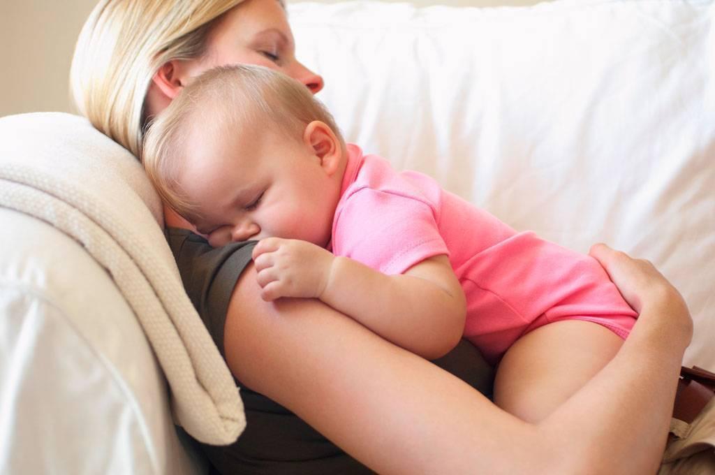 Можно ли укачивать ребенка перед сном – и до какого возраста? как уложить ребенка спать