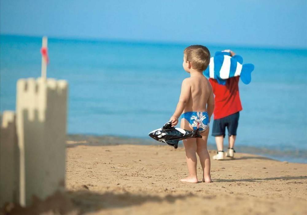 Что взять на море с детьми: список вещей, без которых не обойтись