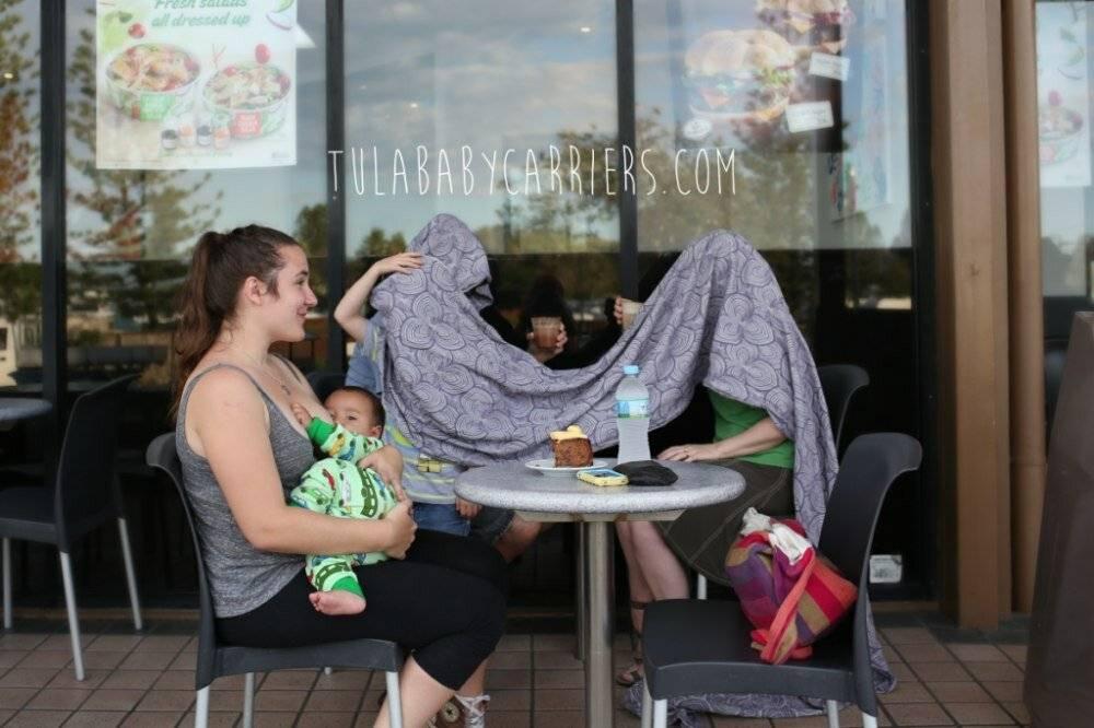 Кормление грудью в общественном месте