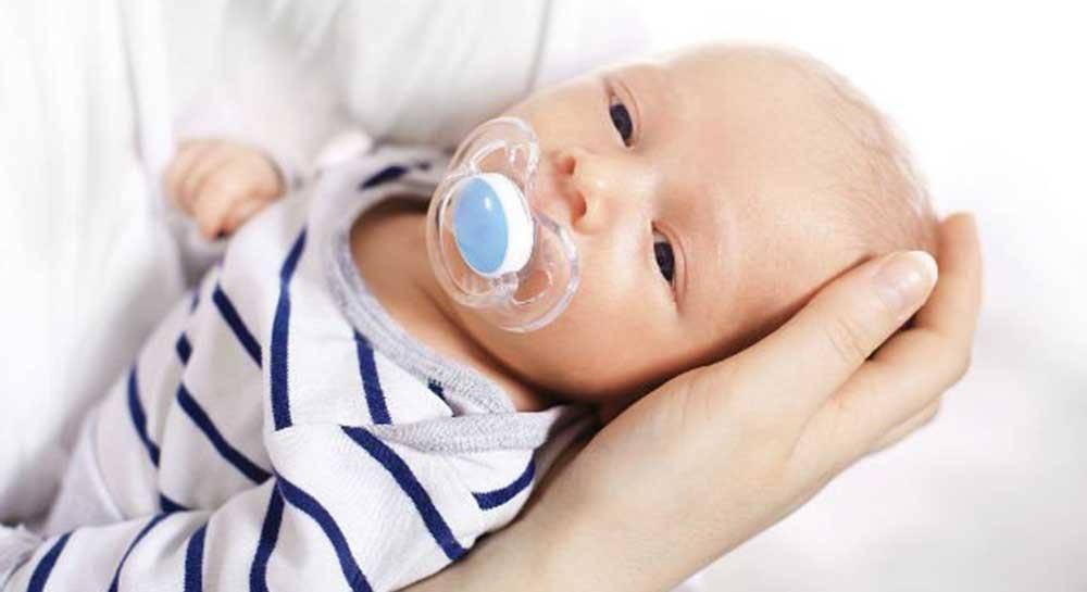 Нужна ли ребенку пустышка, стоит ли грудничка к ней приучать