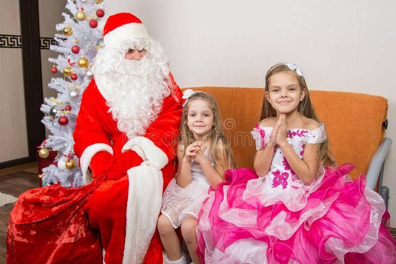 Что попросить у деда мороза на новый год 2021? 320 подарков для мальчиков и девочек, которые можно найти утром под елкой