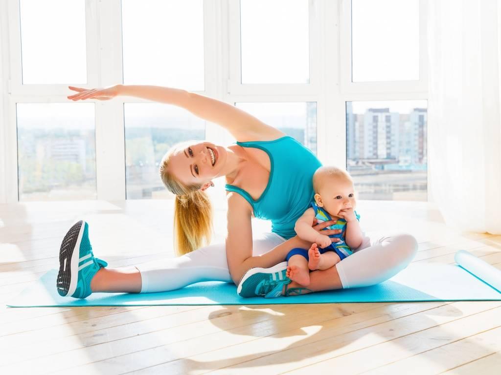 Фитнес с малышом. занятия спортом после родов дома для мамы и ребёнка - фото, видео, программы тренировок