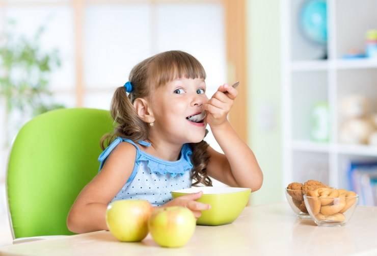 Почему нельзя заставлять ребёнка доедать: советы специалистов