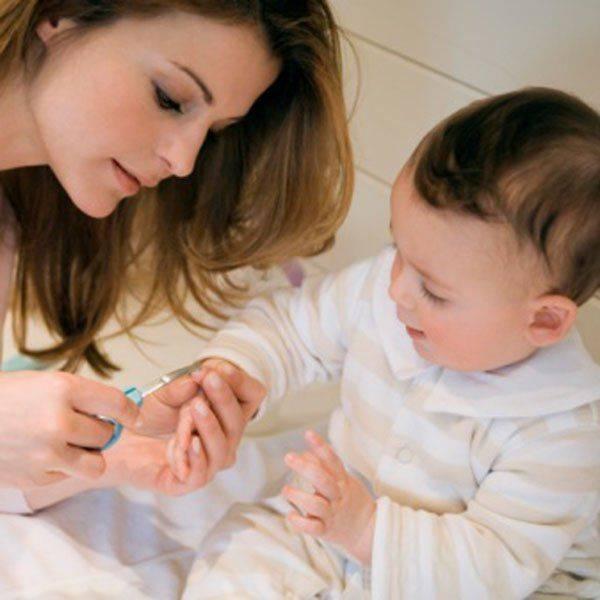 Как стричь ногти новорожденному ребенку