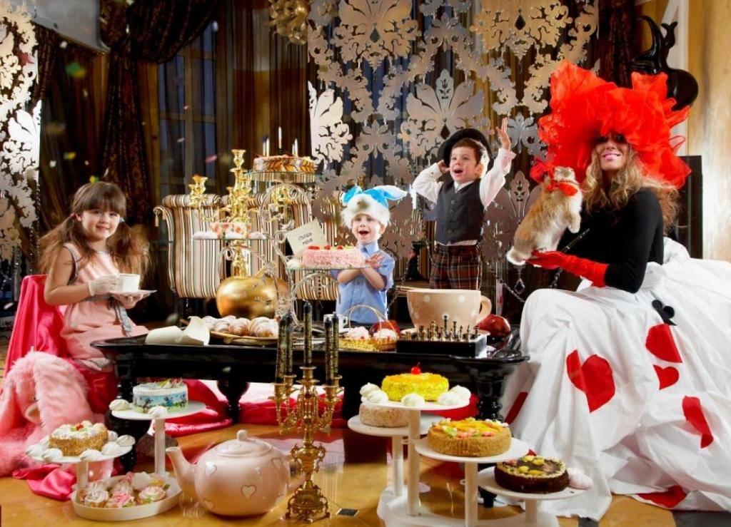 Идеи новогодних сценариев для семейной или дружеской вечеринки.