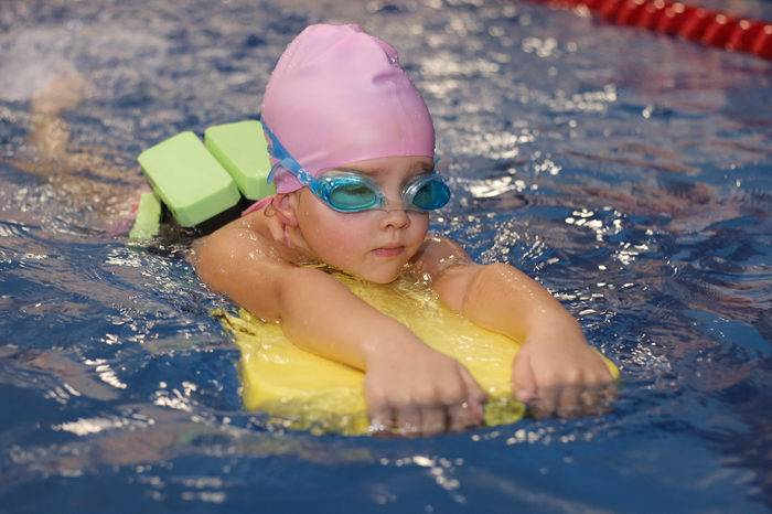 Плавание для малышей. как и где освоить грудничковое плавание . закаливание, плавание, физкультура, массаж до года