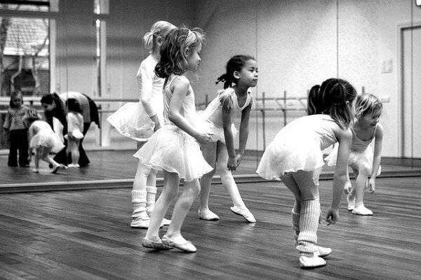 Когда отдать ребенка на танцы и что предпочесть?
