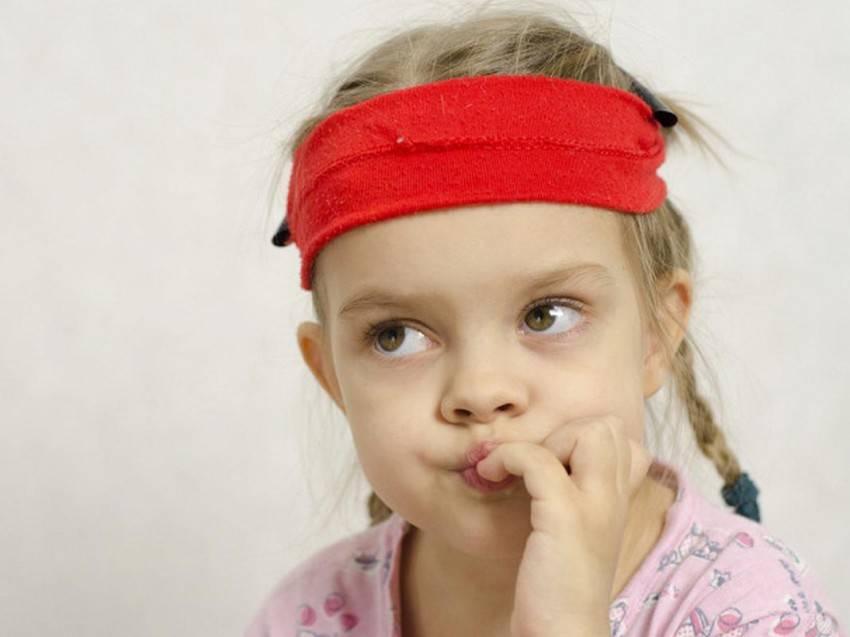 Что делать, если ребенок грызет ногти