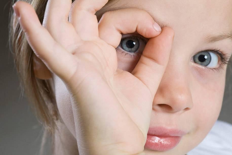 Чем опасны контактные линзы?
