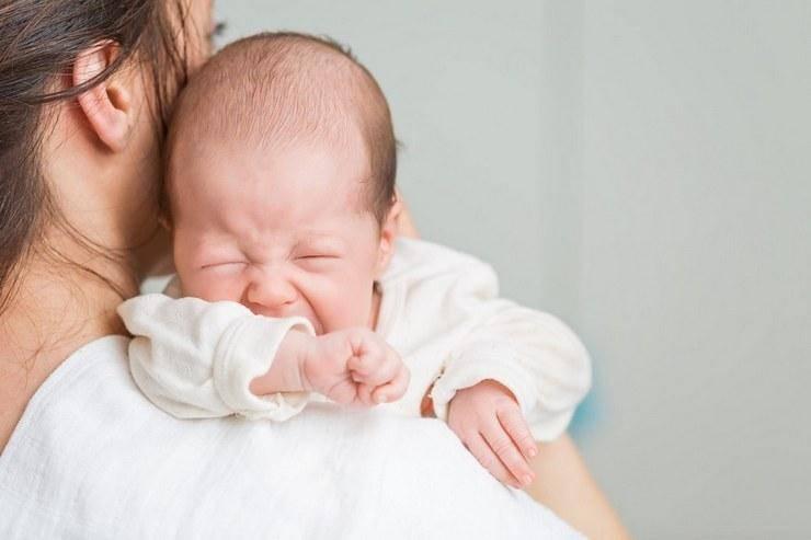 Как успокоить плачущего новорожденного.    7hands