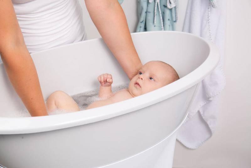 Купание новорожденного ребенка: первые шаги