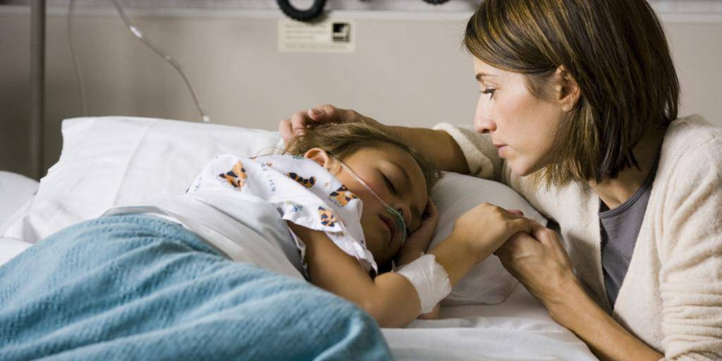 10 тревожных симптомов: что делать, если ребенок упал и ударился?