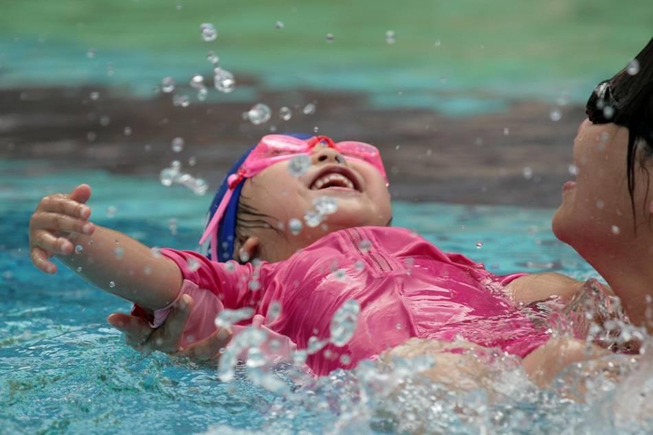 Где и как научить ребенка плавать?
