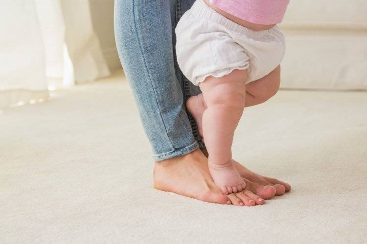 Ребенок боится ходить самостоятельно: что делать