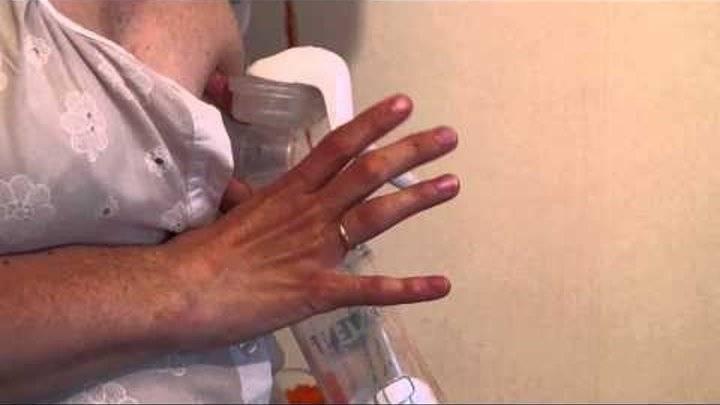 Как правильно сцеживать грудное молоко руками: инструкция