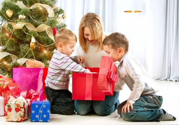 149+ идей что подарить детям от родителей и знакомых в примерах