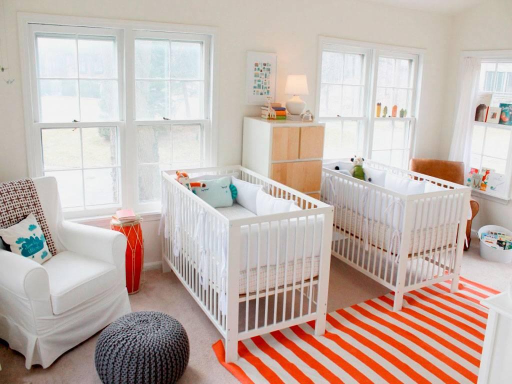 Кровать для двойни новорожденных: как организовать спальные места двойняшкам — варианты. выбираем кроватки для двойняшек