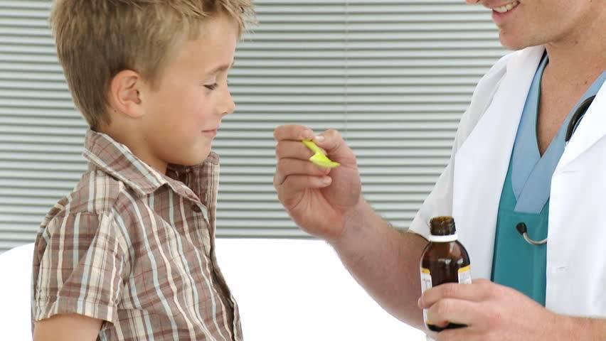 6 способов дать лекарство и таблетки грудничку, чтобы он не выплюнул