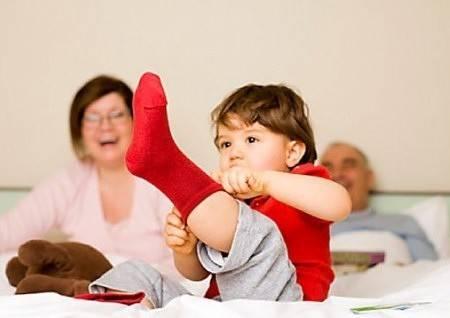 Учим ребенка одеваться и раздеваться самостоятельно: 6 советов для родителей