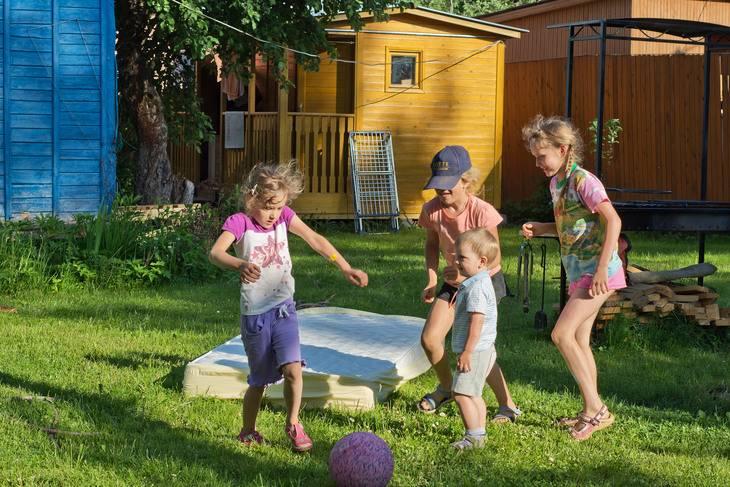 Детская площадка на даче. подробный гид потрясающих идей