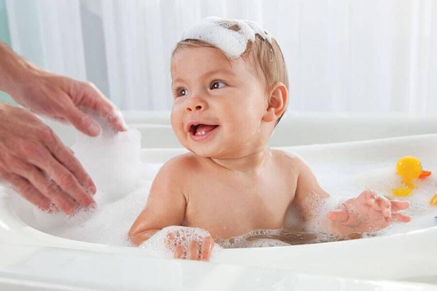 Можно ли купать ребенка в большой ванне?