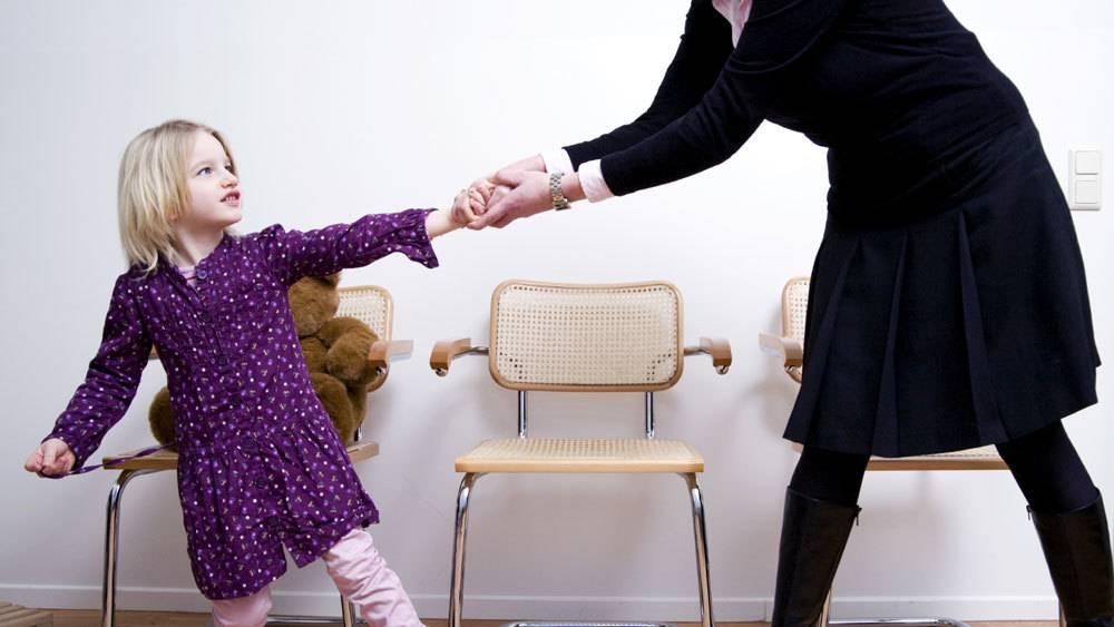 Эгоизм или эгоцентризм у ребенка: как ребенок любит себя