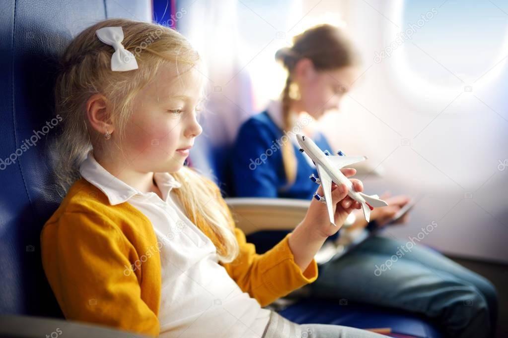 Путешествие с ребенком на машине и в самолете. что предусмотреть? путешествие с маленьким ребенком: что взять с собой
