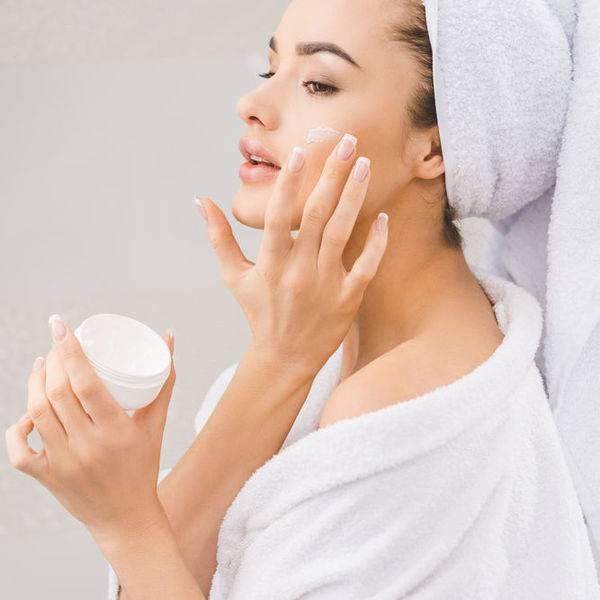 Уход за кожей лица зимой: особенности питания, увлажнения и защиты, советы косметолога, обзор средств