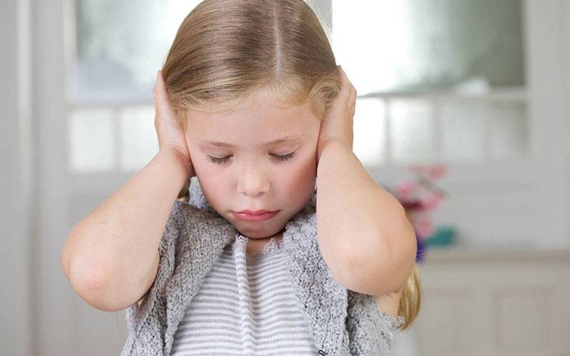 Жутко громко: о страхе резких звуков у детей