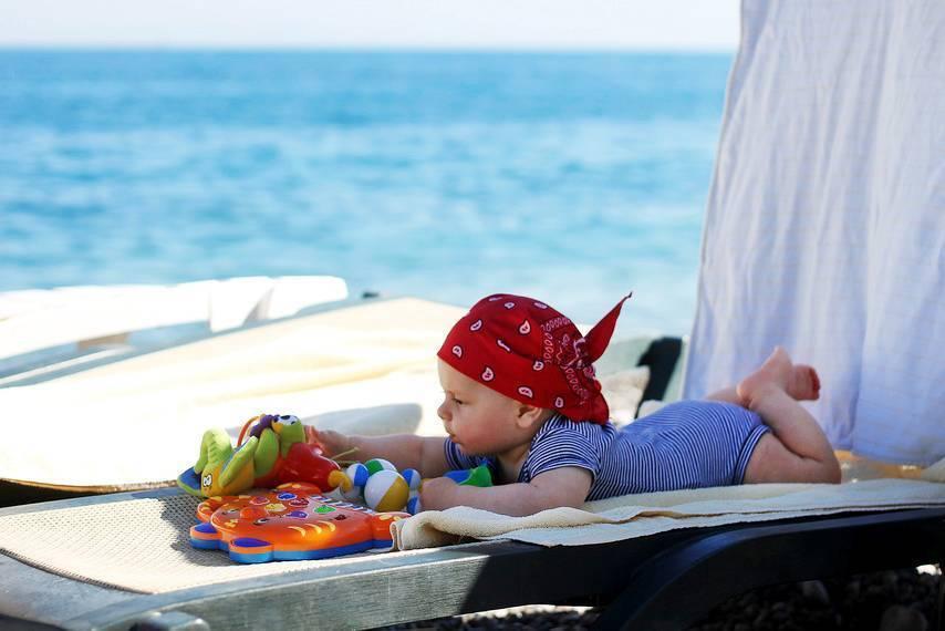 Пляжный отдых с грудным ребенком на море