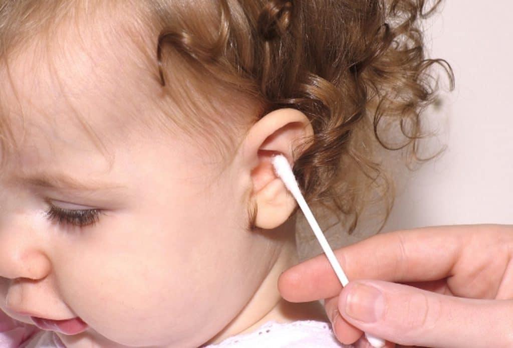 Как почистить ушную раковину ребенку
