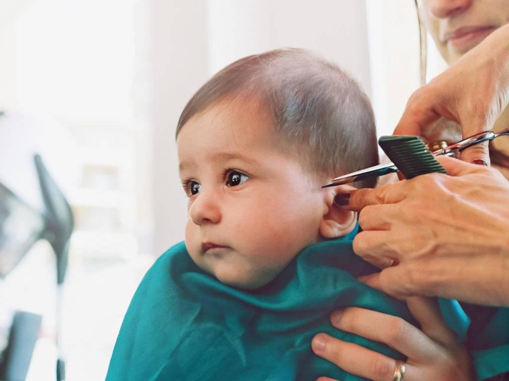 Можно ли подстригать малыша до одного года и какие приметы связаны со стрижкой