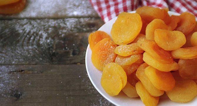 Курага и абрикосы при грудном вскармливании. в чем польза, как выбрать, приготовить (3 рецепта) и употреблять при кормлении грудью