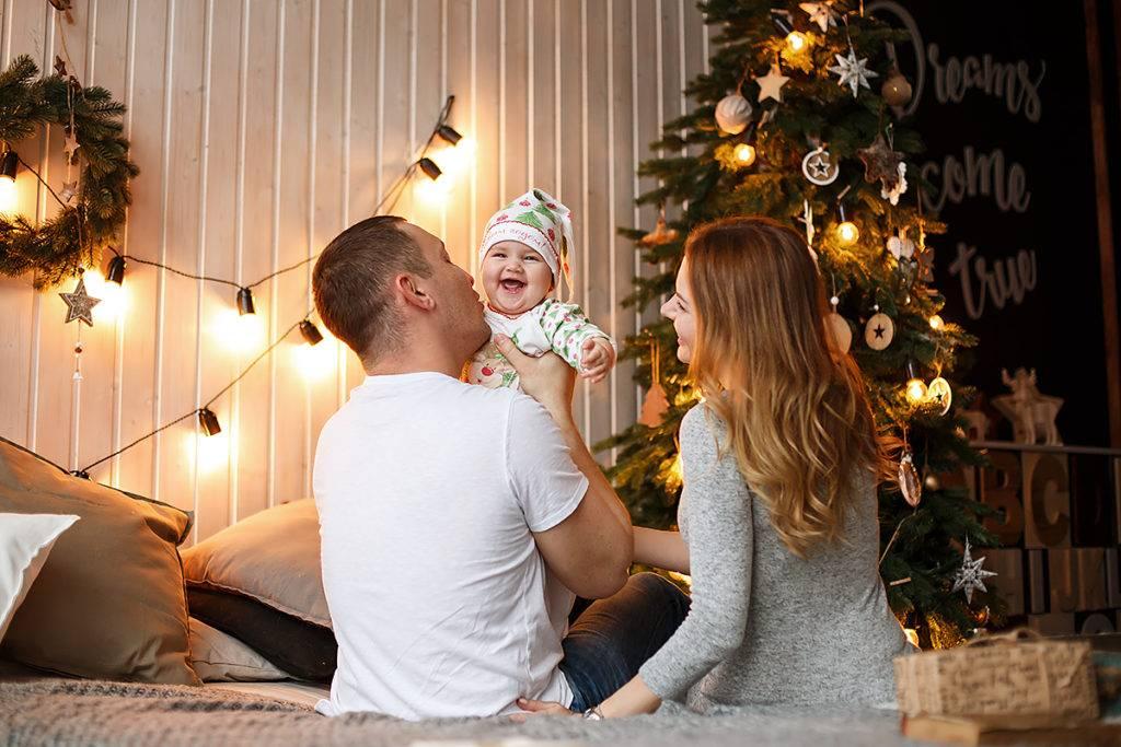 Новый год с семьей: традиции семейного праздника, новогодние подарки и интересные идеи празднования