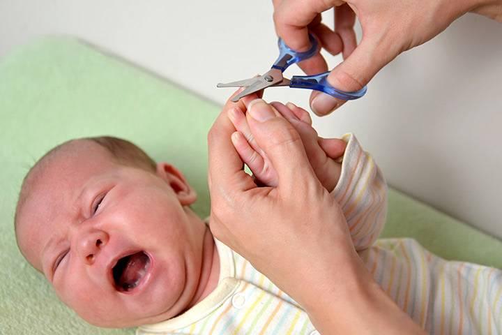 Как подстричь ногти новорожденному правильно