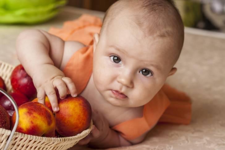 Можно ли персики при грудном вскармливании