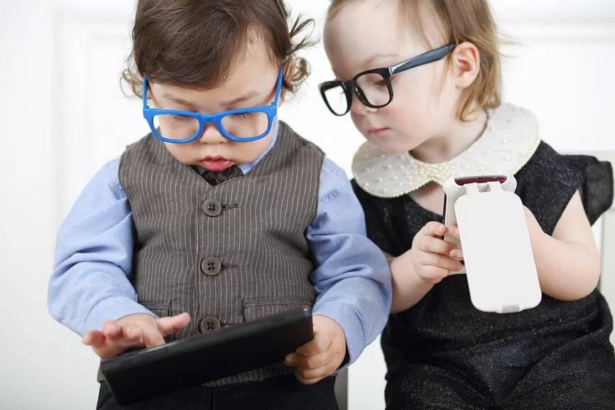 Нужен ли ребенку смартфон: влияние смартфонов, с какого возраста покупать детям гаджеты