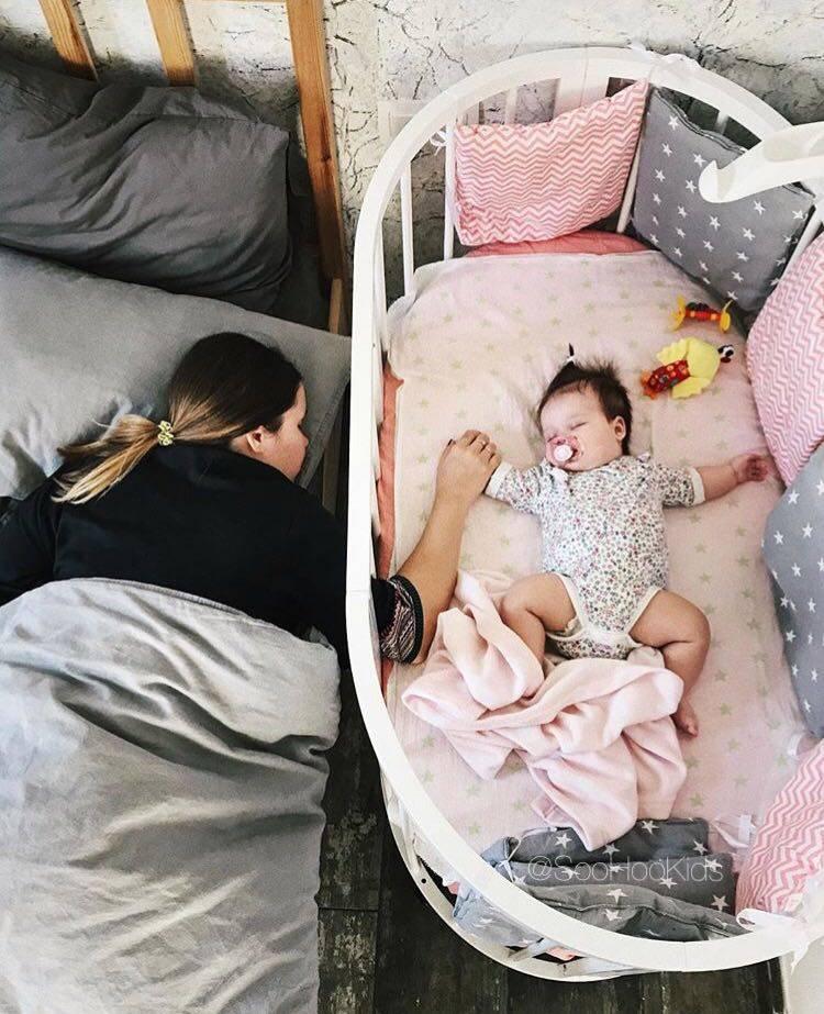Приучаем ребенка спать в своей кроватке отдельно от мамы