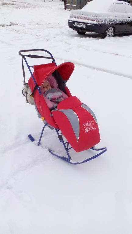 Детские санки-коляски: в каком возрасте можно использовать, как правильно выбрать