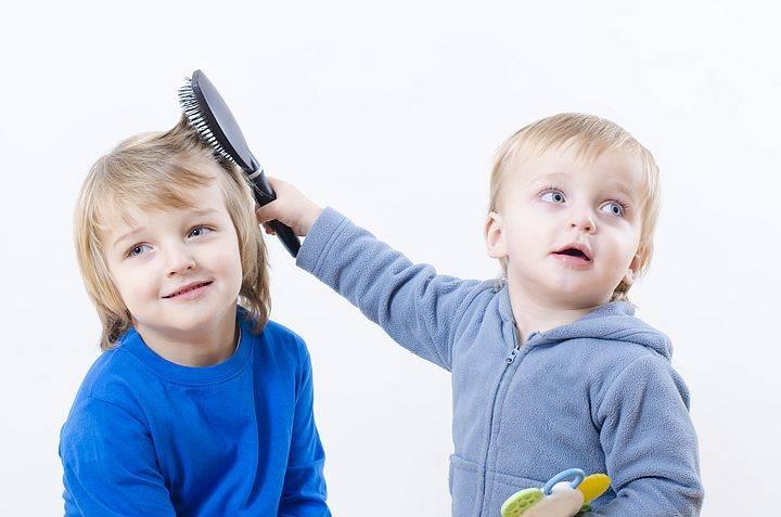Нужно ли стричь ребенка в год налысо: для чего это делать