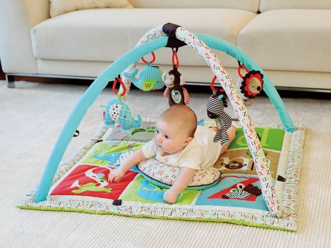 Мобиль и развивающий коврик