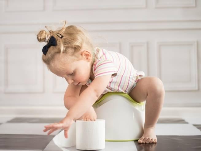 Попа плохо протирается туалетной бумагой. как и когда учить ребенка самостоятельно вытирать попу после посещения туалета: нехитрые подсказки родителям. что делать, если ребенок не хочет учиться вытира